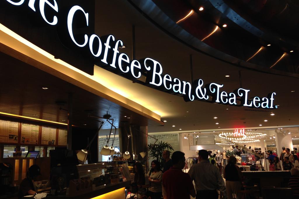 キレイなカフェは経済飯より高い。カフェラテが12リンギとか。