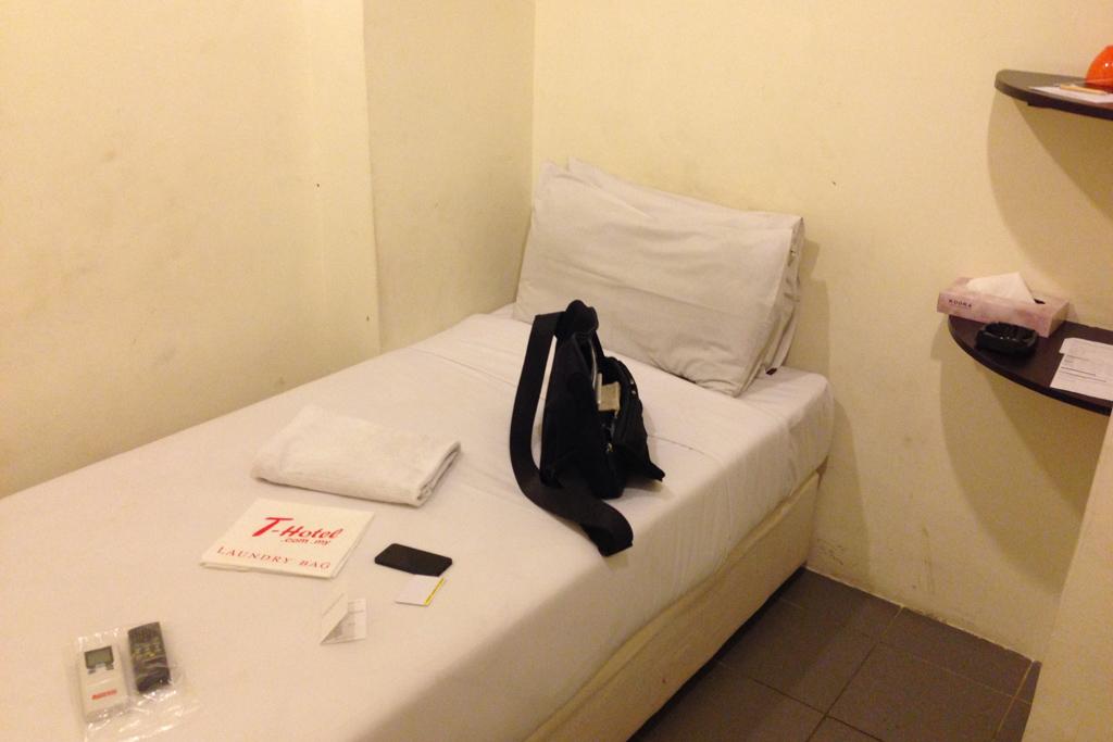 ジャランアローのT-Hotelの部屋は狭い
