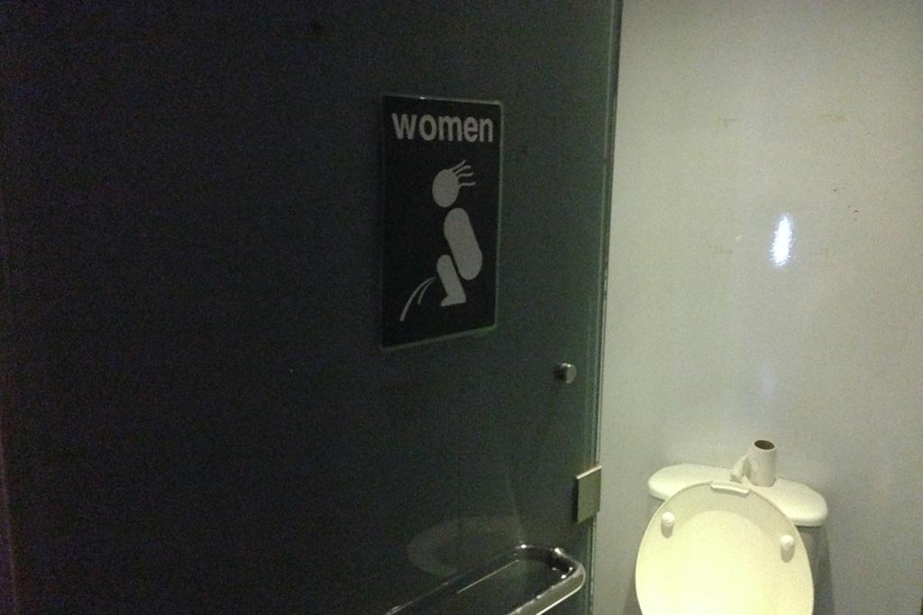 マレーシアのトイレ標識は結構オモロい