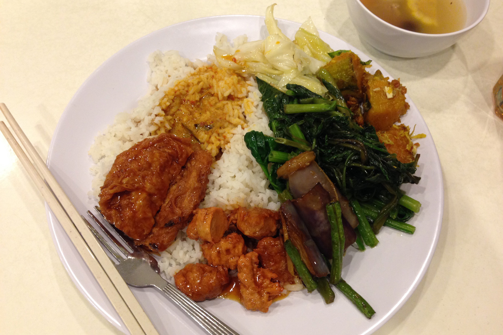 ベジタリアン料理は、中国で食べた精進料理みたいな感じ。