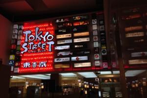 クアラルンプールのパビリオンはめっちゃキレイなショッピングセンター。6階の東京ストリートは日本だ。