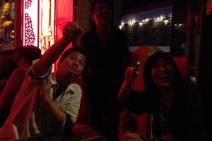 神田昌典さんのアジアユニティの中の人と朝まで飲んだ。アンコールクッキーのマダムがアジア土産でよく見るライトに大興奮!