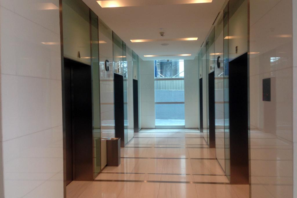 Menara Binjaiのエレベーターは行き先ボタンがない。