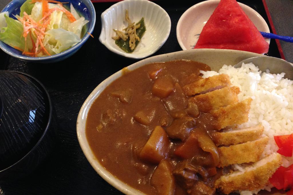 日本人会でカレーを食う。