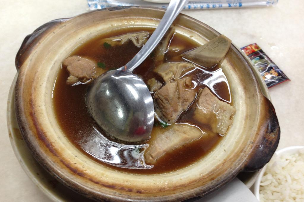 新峰肉骨茶のバクテー