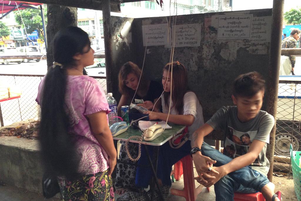 ミャンマーの電話サービス