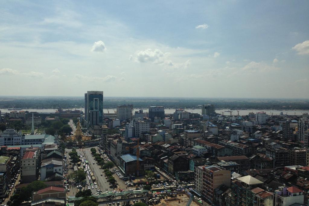 スカイ・ビストロはヤンゴンの街が一望できる。