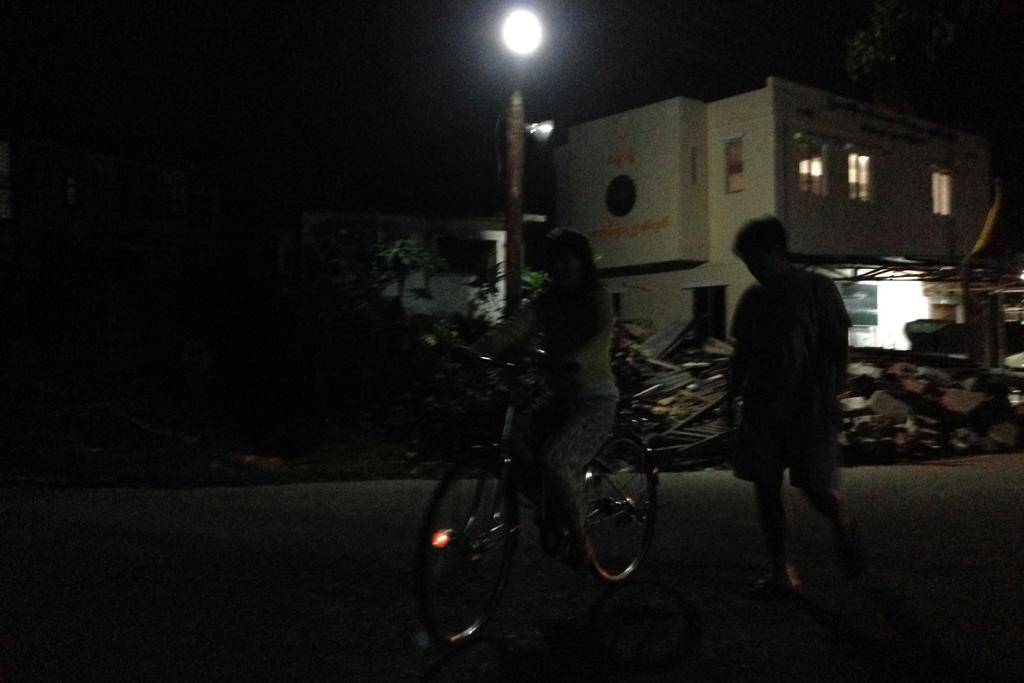 ミャンマーの夜道