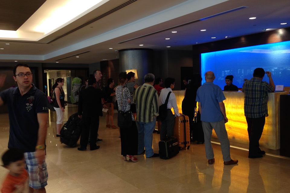 フラマホテルのチェックアウト時は混みます