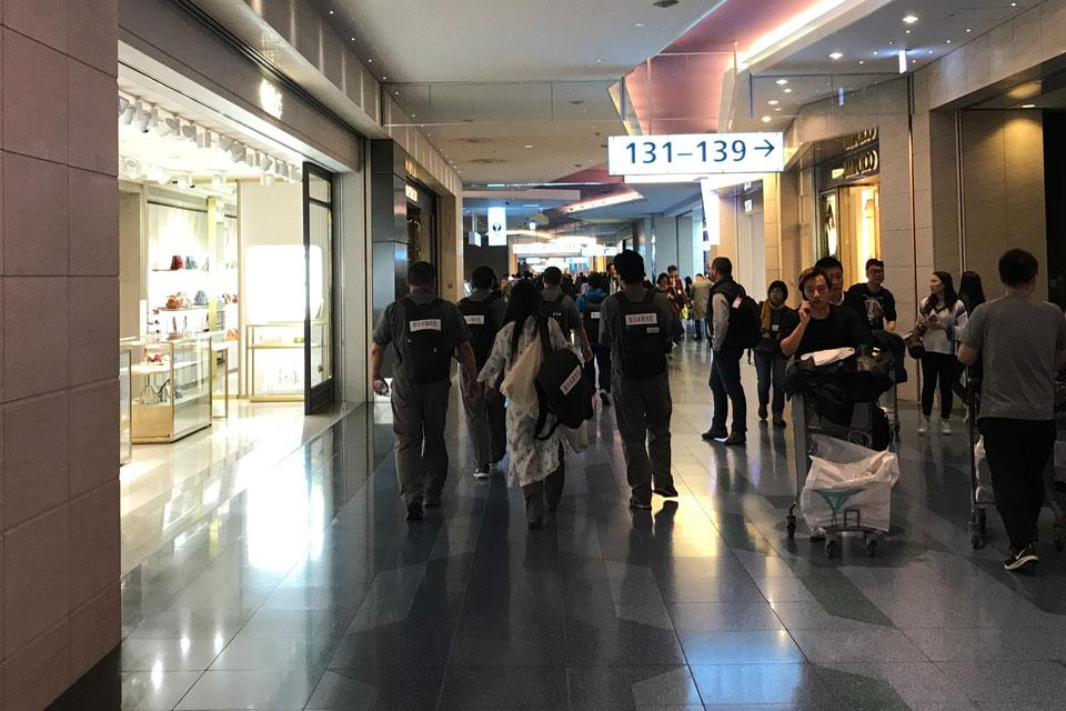 羽田空港で異様な雰囲気を醸し出すオジ旅