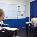 英語の試験中だが、集中力が切れた様子