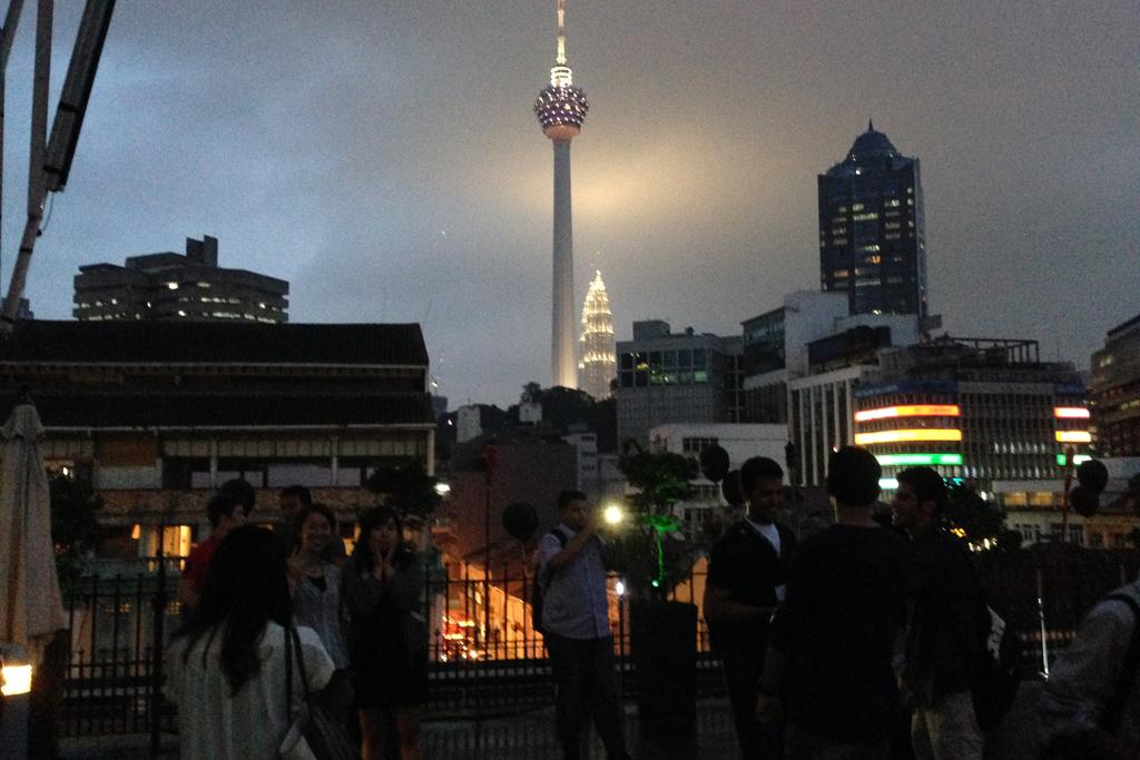 マレーシアのシンボルのツインタワーが見えます。