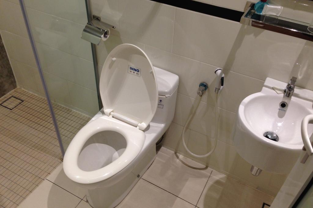 12 FLYホテルのトイレ