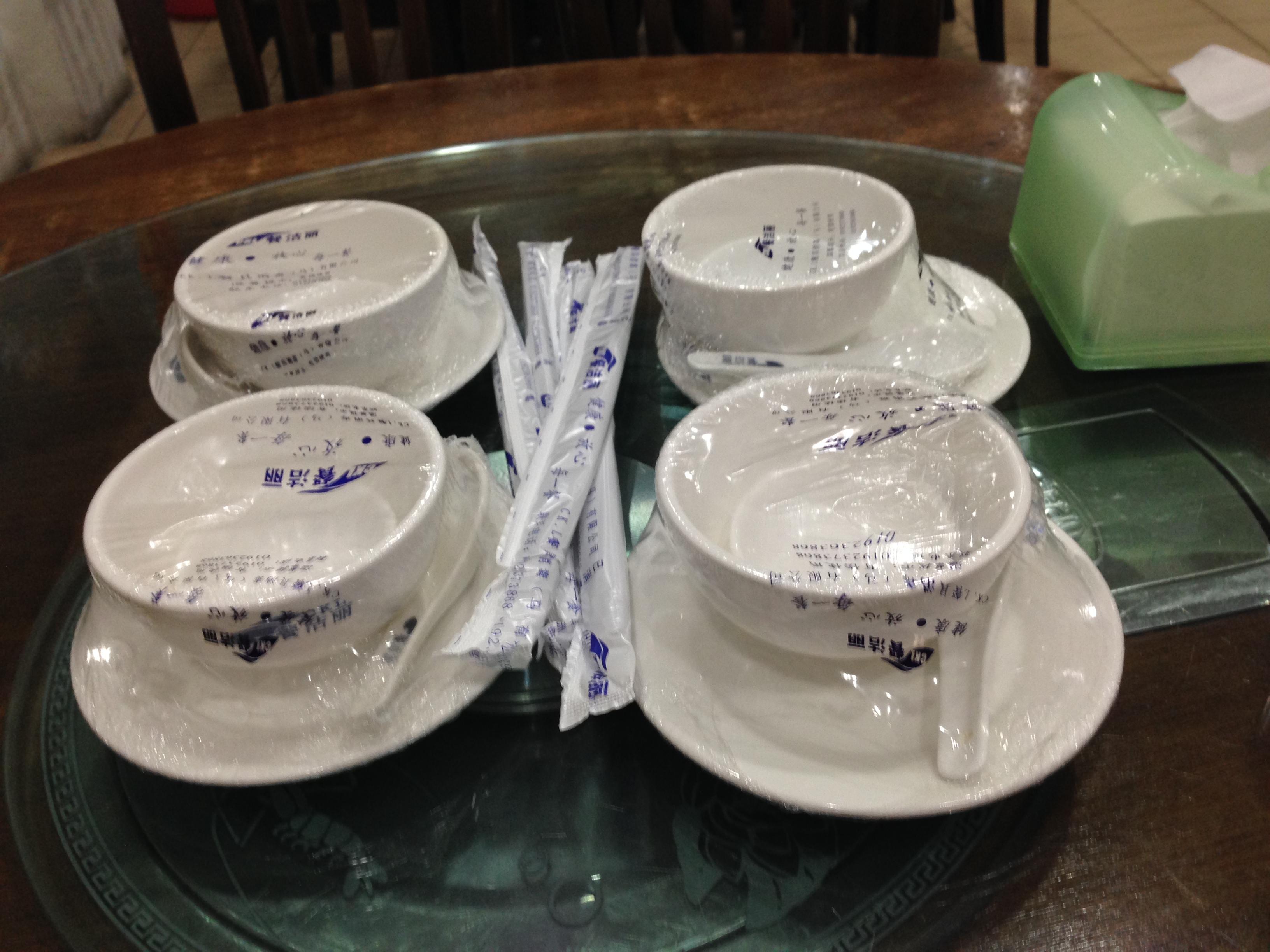 マレーシアの飲食店の食器は熱湯殺菌がなくなりつつある。