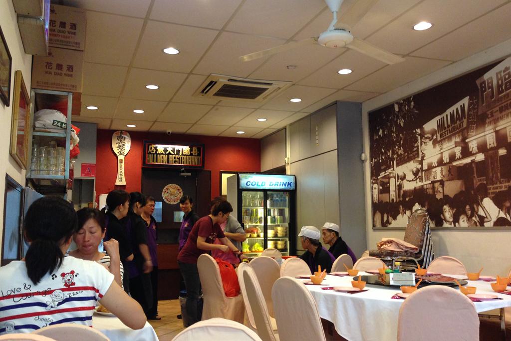 シンガポール名物、ペーパーチキンの名店ヒルマン
