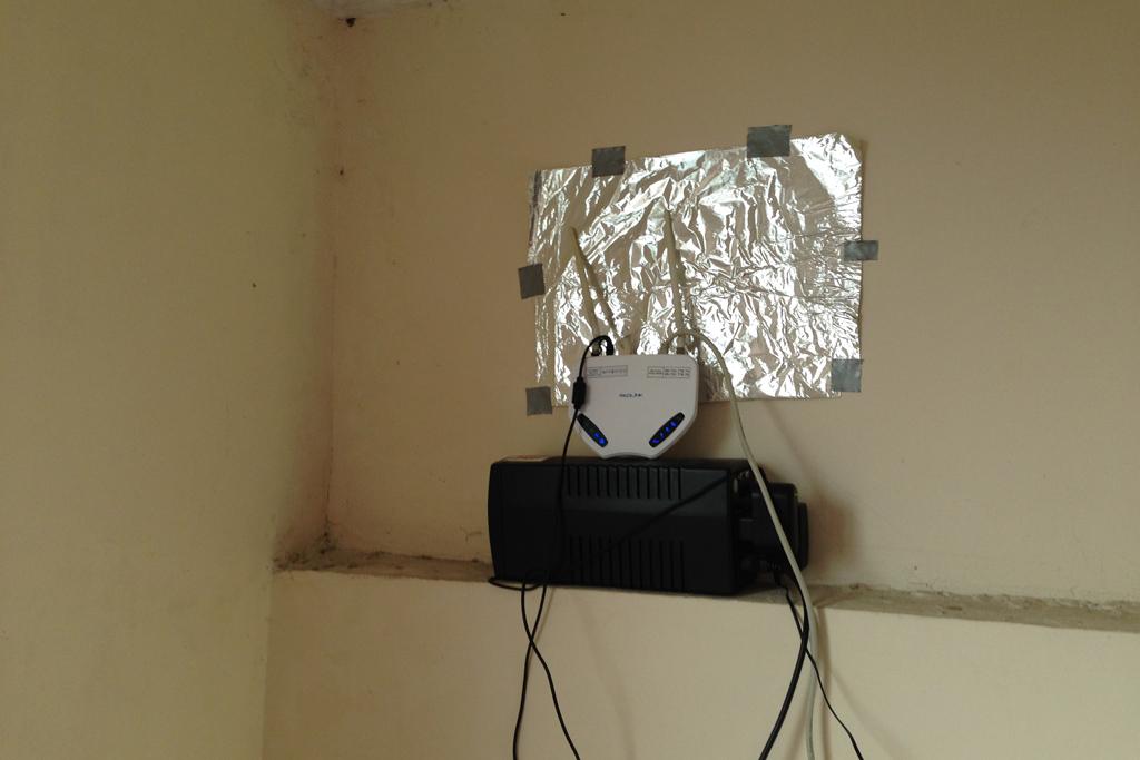 WIFIルーターはアルミホイルで電波を強くする
