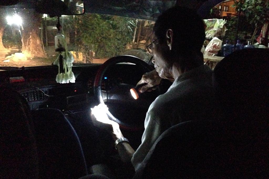 ミャンマーのタクシードライバー