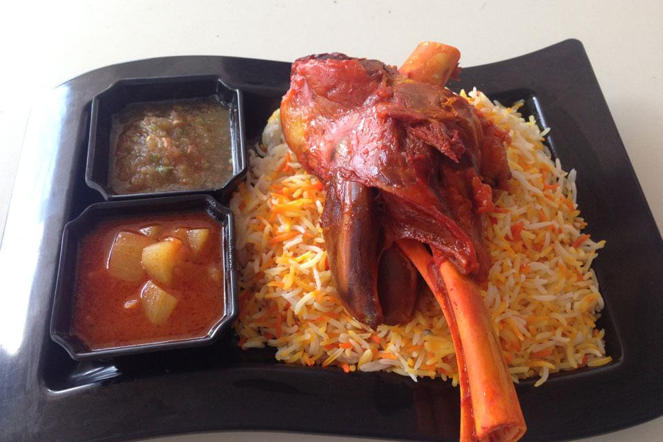 アラブ料理のラムの薫製