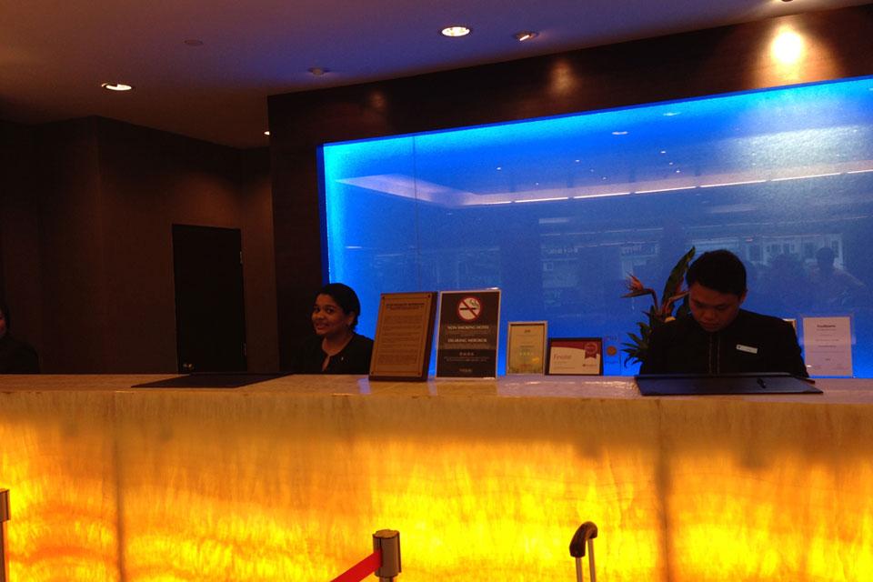 ブキビンタンのフラマホテルのフロント