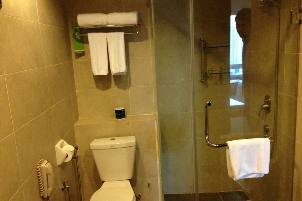 フラマホテルのシャワー